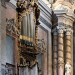 Pipe organ daily concerts